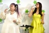 『8/1は水の日 い・ろ・は・す天然水10周年記念イベント』に出席した(左から)渡辺直美、土屋太鳳 (C)ORICON NewS inc.