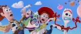 ディズニー/ピクサー映画『トイ・ストーリー4』ウッディ、バズ・ライトイヤー、ジェシー、フォーキー(C)2019 Disney/Pixar. All Rights Reserved.