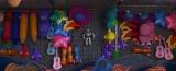 ディズニー/ピクサー映画『トイ・ストーリー4』隠れネタ=『リメンバー・ミー』のギターとピクサーボール(C)2019 Disney/Pixar. All Rights Reserved.