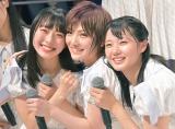 大好きなメンバーと密着ショット(左から)今村美月、岡田奈々、瀧野由美子 (C)oricon ME inc.