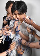 トークショーに当選したファンとプレミアムフォトシュートを撮影してる様子=3nd写真集『Spin』発売記念トークショー (C)ORICON NewS inc.