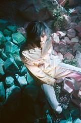 米津玄師が髪色を変えた新ビジュアルを公開 Photo by Jiro Konami
