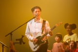 スペシャル・ キッズ・クワイア(合唱団)と共演(C)NHK