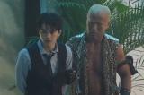 8日放送の木曜劇場『ルパンの娘』第5話に出演する(左から)瀬戸康史、本間朋晃)(C)フジテレビ