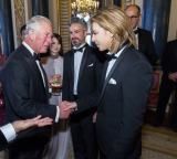 バッキンガム宮殿にてチャールズ皇太子に謁見したYOSHIKI