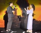 劇中歌「愛を感じて」をストリングスの生演奏のもと披露した(左から)賀来賢人、門山葉子 (C)ORICON NewS inc.