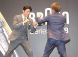 鈴木亮平VS井上尚弥選手がスパーリング=『BRAUNシリーズ9・シリーズ8 新製品PR発表会』 (C)ORICON NewS inc.