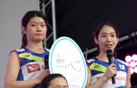 『世界バドミントン2019スイス・バーゼル』に出場する日本代表選手の壮行会に出席した(左から)高橋礼華&松友美佐紀ペア (C)ORICON NewS inc.