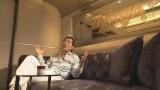 自身所有の船のキャビンでロングインタビューに応じる矢沢永吉(C)NHK