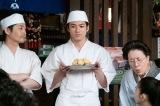 連続テレビ小説『なつぞら』第19週・第113回(8月9日放送)より。雪次郎(山田裕貴)が考案した新しいお菓子「おバタ餡サンド」お披露目(C)NHK