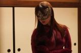 フジテレビ系『ルパンの娘』(毎週木曜 後10:00)主演の深田恭子は、ひとたびスーツを着ると大泥棒一家のDNAが騒ぎ出す主人公・華を好演中  ※写真は、7月25日放送の第3話より (C)フジテレビ