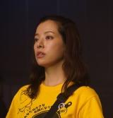 よるドラ『だから私は推しました』地下アイドルにハマるOLを演じる桜井ユキ(C)NHK
