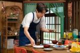 坂場(中川大志)が翻訳の仕事をしながら家事を行う新婚生活が始まった(C)NHK