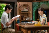 連続テレビ小説『なつぞら』第20週・第115回より。なつ(広瀬すず)は東洋動画で働き続け、坂場(中川大志)が翻訳の仕事をしながら家事を行う新婚生活が始まった(C)NHK