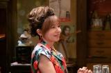 連続テレビ小説『なつぞら』第20週・第116回より。新宿一帯の再開発の話のせいか、咲太郎のせいか、元気がない亜矢美(山口智子)(C)NHK