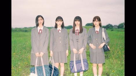 女子高時代の親友「ひかり」(左端)との回想シーン