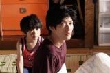 『TWO WEEKS』第5話に出演する鳥越壮真、三浦春馬(C)カンテレ
