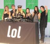 シングル「brave up!! Feat.DJ KOO」発売記念イベントを開催したlol(左から)hibiki、佐藤友祐、honoka、moca、小見山直人とTRF・DJ KOO(左から3人目) (C)ORICON NewS inc.