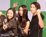 シングル「brave up!! Feat.DJ KOO」発売記念イベントを開催した(左から)honoka、moca、小見山直人(C)ORICON NewS inc.