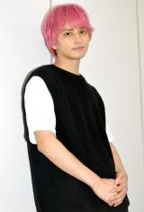 日本テレビ系連続ドラマ『偽装不倫』でピンク髪のプロボクサーを演じる瀬戸利樹 (C)ORICON NewS inc.