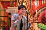 8月15日放送、『テレビ千鳥』スペシャルで米津玄師の「Lemon」を熱唱するノブ(C)テレビ朝日