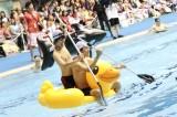 新種目『猛烈ボートレース!』=総勢34人が参加した『ドキッ! 下剋上 男だらけの水泳大会』(8月17日/愛知・日本ガイシアリーナ 競泳プール)