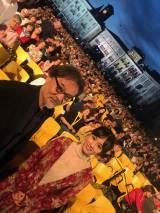 『第72回ロカルノ国際映画祭』に出席した(左から)黒沢清監督、前田敦子(C)2019「旅のおわり世界のはじまり」製作委員会/UZBEKKINO