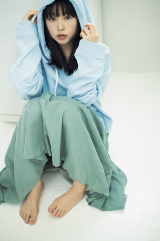 """画像・写真   桜井日奈子""""彼女らしい服""""で自然体の美しさ 『FLASH』初カバー 2枚目   ORICON NEWS"""