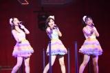 「神奈川生まれ神奈川育ち」の福岡聖菜(中央)は「過去一すごい汗」をかきながらのパフォーマンス=『AKB48全国ツアー2019〜楽しいばかりがAKB!〜』の神奈川・昼公演(チームB)より(C)AKS