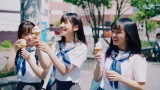 2013年ドラマシーン=AKB48 56thシングル「サステナブル」MVより(C)AKS/キングレコード