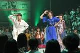 「パプリカ」を歌う(左から)高橋愛、岡田奈々、島袋寛子(C)TBS