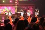KARA「ミスター」をカバーするIZ*ONE(左から)矢吹奈子、宮脇咲良、本田仁美、クォン・ウンビ(C)TBS