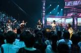 UTAGE女性バンドは楽器に挑戦し、松任谷由実「ルージュの伝言」を披露(左から)峯岸みなみ、山本彩、島津亜矢、高橋愛、森口博子(C)TBS