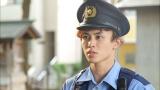 『THE突破ファイル』で巡査役を演じる超特急・タクヤ(C)日本テレビ