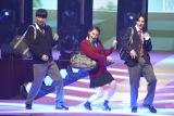 『第23回Seventeen夏の学園祭2019』に出演した(左から)鈴木仁、八木莉可子、伊藤あさひ (C)ORICON NewS inc.