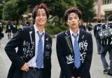 映画『ブラック校則』劇中カットが公開 (左から)高橋海人、佐藤勝利(C)2019日本テレビ/ジェイ・ストーム