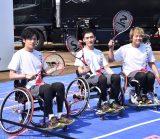車いすテニスに挑戦した(左から)稲垣吾郎、草なぎ剛、香取慎吾 (C)ORICON NewS inc.