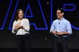 映画『スター・ウォーズ/スカイウォーカーの夜明け』(12月20日公開)のプレゼンテーション(左から)キャスリーン・ケネディ社長、J.J.エイブラムス監督=『D23 Expo 2019』(C)201 9 Lucasfilm Ltd. All Rights Reserved