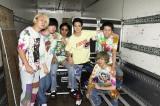 バンドメンバーのTシャツを染めるなど全面的にプロデュース
