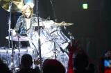 ドラム演奏でも魅了