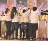 『24時間テレビ』駅伝でランナー4人がそろってゴール(左から)水卜麻美アナガンバレルーヤよしこ、いとうあさこ、近藤春菜(C)ORICON NewS inc.