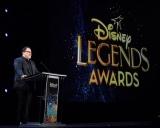 『D23Expo2019』ディズニー・レジェンドの授賞式に出席したジョン・ファヴロー (C)Walt Disney Television