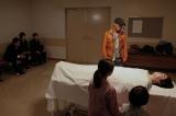 『べしゃり暮らし』第6話(8月31日放送)藤川の遺体との対面もそこそこに、レギュラーを務めるラジオの仕事へ向かう金本(駿河太郎)