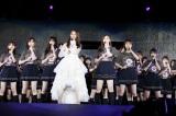 キャプテンの桜井玲香がセンターで「乃木坂の詩」を熱唱