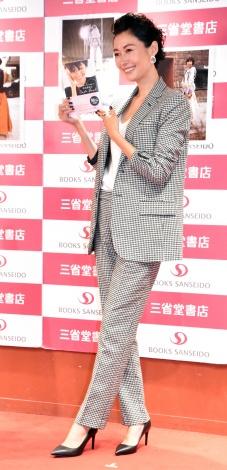 スタイルブック『何通りも着たい、何年も着続けたい 田丸麻紀の Code Book』発売記念イベントを開催した田丸麻紀 (C)ORICON NewS inc.