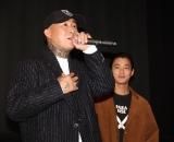 映画『WALKING MAN』の完成披露上映会に出席した(左から)ANARCHY監督、野村周平 (C)ORICON NewS inc.
