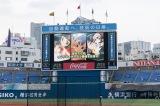 バックスクリーンに映し出されるポケモンマスターズの映像
