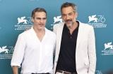 『第76回ヴェネツィア国際映画祭』でアメコミ原作の映画『ジョーカー』が最高賞の金獅子賞を受賞(左から)主演のホアキン・フェニックス、トッド・フィリップス監督