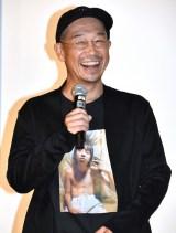 YOSHIの写真が入ったTシャツで登壇した大森立嗣監督 (C)ORICON NewS inc.