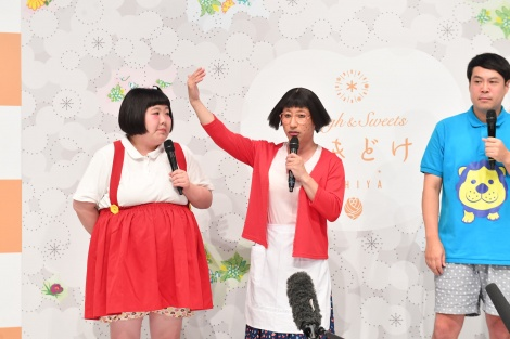 『石屋製菓×吉本興業 新プロジェクト 記者発表』に出席した(左から)酒井藍、すっちー、タカ